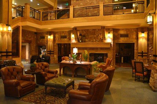 Grand Summit Hotel : Lobby