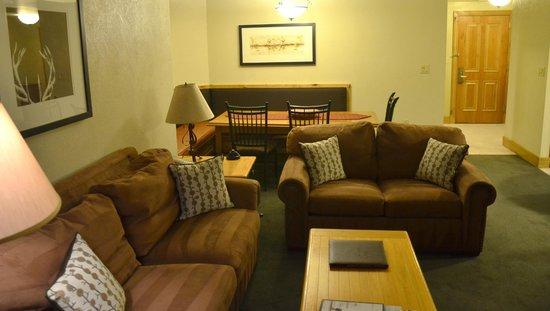 Grand Summit Hotel: Living/Dining