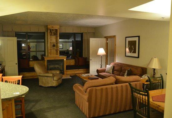 Grand Summit Hotel: Living Room