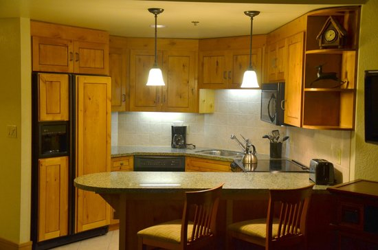 Grand Summit Hotel: Kitchen