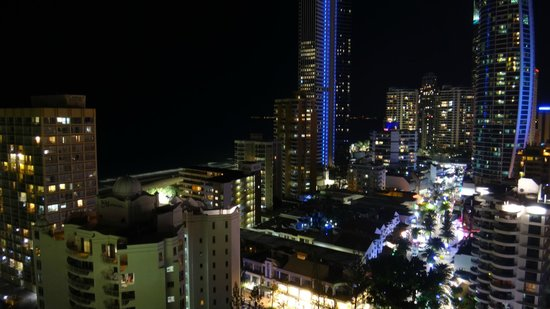 Mantra on View Hotel: Nigth view to beach area