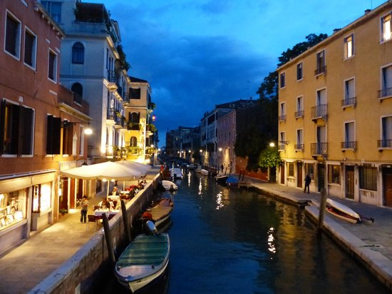 Hotel American Dinesen: View of San Vio Canal and the Hotel at Night