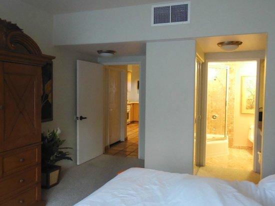 Kona Coast Resort: Bedroom with ensuite