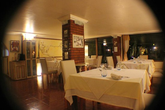 Boutique Hotel de la Fonte : amazing restaurant just getting ready to open for the day