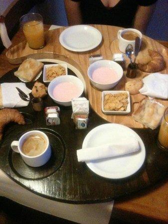 Boutique Hotel de la Fonte : breakfast tray
