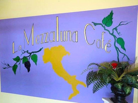 La Mezzaluna Cafe: inside front door