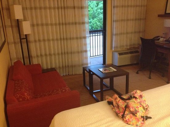 Courtyard by Marriott St. Augustine I-95: Seated area with a balcony view