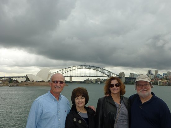 Bailey's Sydney Tours: Sydney Harbor and our Group