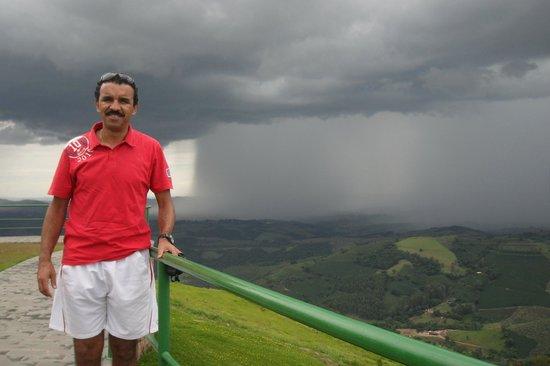 Caconde, SP: A chuva vinha chegando proporcionando um visual incrível!