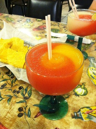 Azteca Mexican Restaurant: Frozen Margarita & Chips
