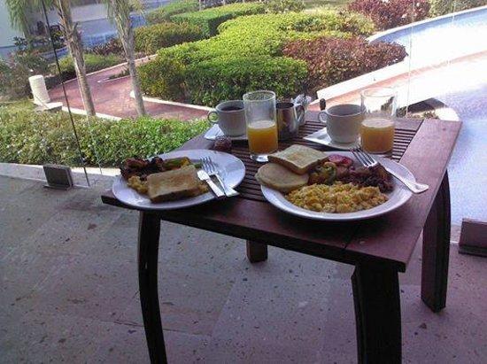 Secrets Aura Cozumel: Room service breakfast on the balcony