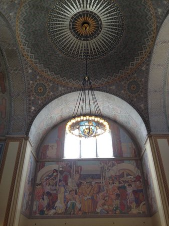 Los Angeles Central Library: LA Central Library... loved this chandelier