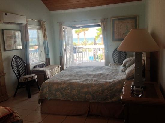 Inn on the Beach: blue heron bright fresh room with fabulous gulf view