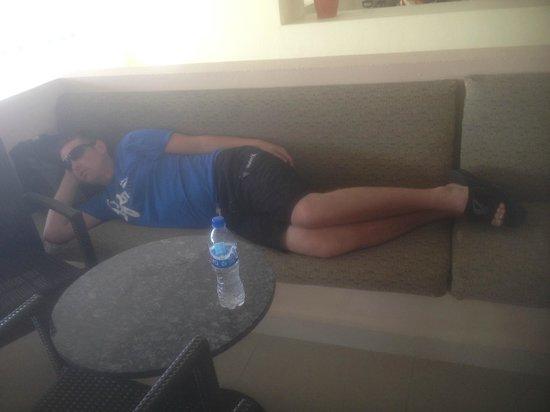 Dreams Huatulco Resort & Spa: Poor Chris lol