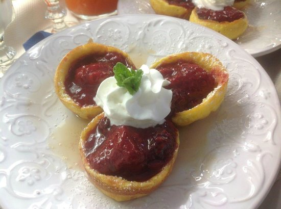 Forgotten Hill Bed & Breakfast: Mini Dutch Babies with Strawberry Compote