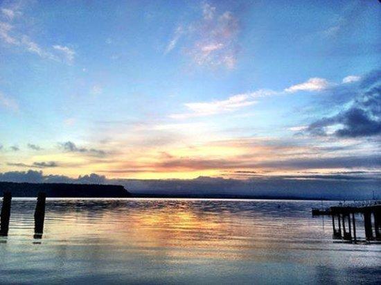 Boatyard Inn: Whidbey Sunrise