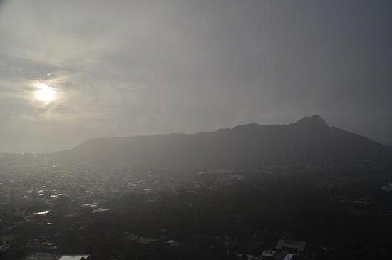 Aston Waikiki Sunset : 雨が降るとこんな感じに