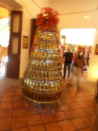 La Rojena: Árvore de Natal com garrafas de tequila!Show.