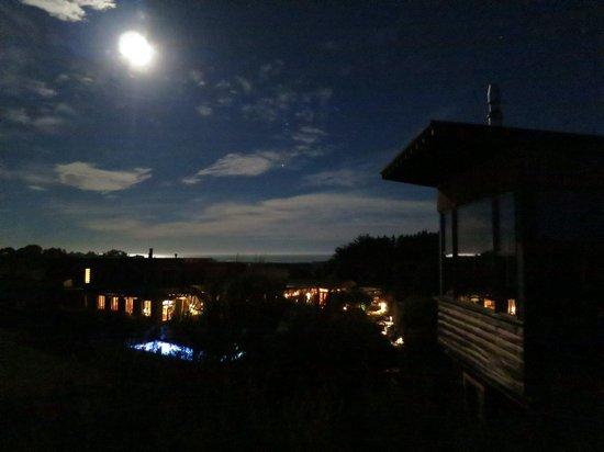 Hapuku Lodge: Moon over Hapuku Lodge