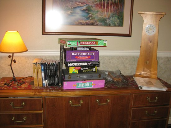 Pine Ridge Inn: Games in lobby