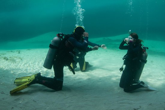 Blue Life: Under water safety practice