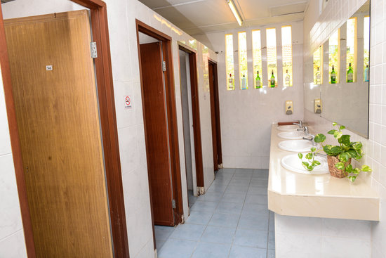 Hutton Lodge: common bathroom