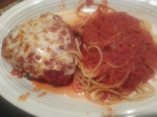 Snappy's Italian Restaurant and Pizzeria: Spaghetti and a Gigantic Meatball