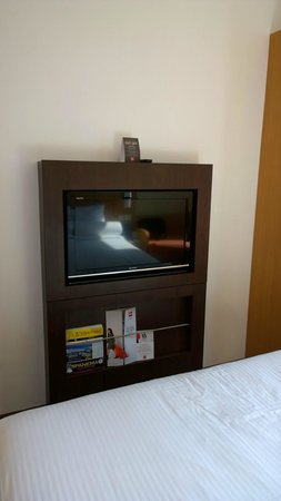 ibis Singapore Novena: TV