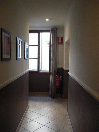 Hotel Globus: hallway