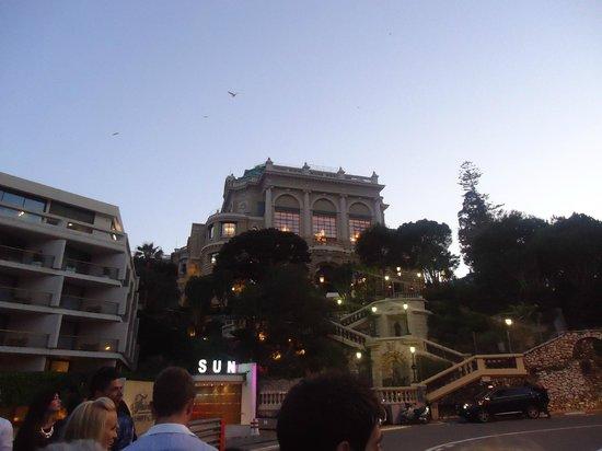 Casino of Monte-Carlo : Walkin up to the square