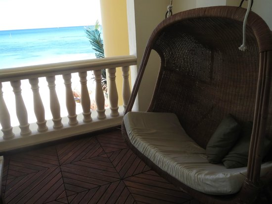 Iberostar Grand Hotel Paraiso : Swing and view.