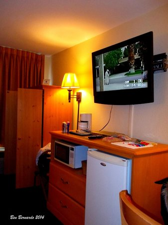 Rodeway Inn & Suites near Outlet Mall - Asheville: Low res TV, microwave and mini fridge.