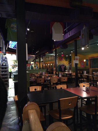 Mellow Mushroom: It was an hour til close but the place was big and CLEAN