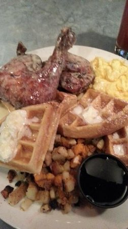 Maisy's: Wonderful waffles and chicken!!!!!