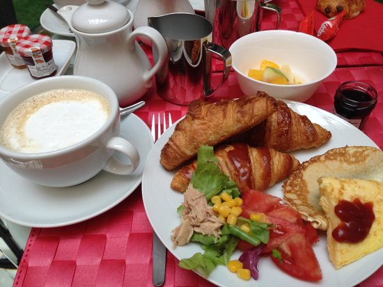 Hôtel Joyce - Astotel : バイキング形式の朝食 カプチーノ