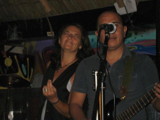 Nacho Daddy: Sylvie singing by her one guitarist.