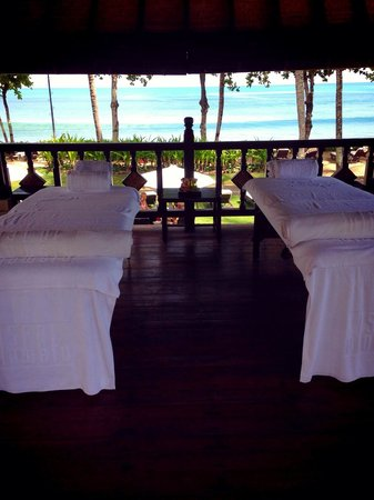 INTERCONTINENTAL Bali Resort: Had a Balinese massage with my husband...great therapist!!! And great view..