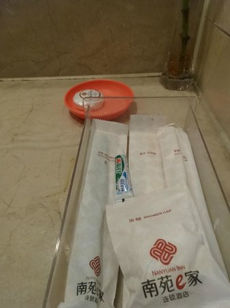 Nanyuan Inn (Harbin Guogeli) : complimentary. soap is ok, tooth brush is so-so