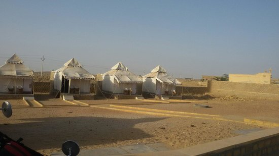 Sam Dhani Hotel : View of the tented accommodation that we took