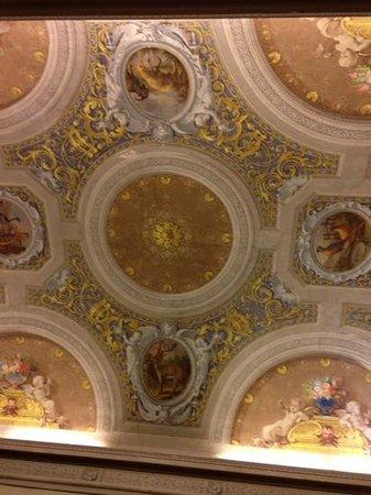 Hotel Palazzo Guadagni: Beautiful ceiling in our Palazzo Guadagni suite
