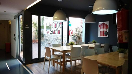 Sant Jordi Gracia Hostel: dining place