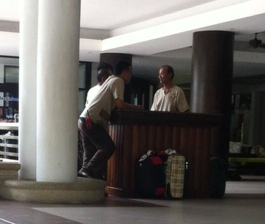 Duangjitt Resort & Spa: Lazy bellboys stand around doing nothing; so incompetent they can't even call you a taxi