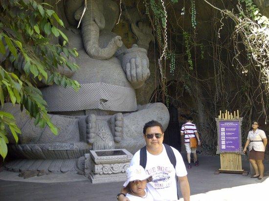 Bali Safari & Marine Park : Di depan teater Bali Agung