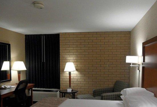 Drury Inn & Suites Champaign: room