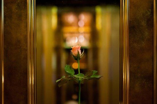 Imperial Hotel Tokyo : Omotenashi inside elevator