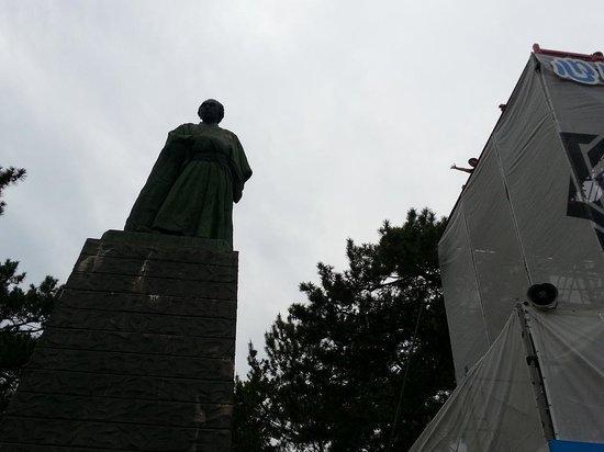 Ryoma Sakamoto Bronze Statue: 龍馬像