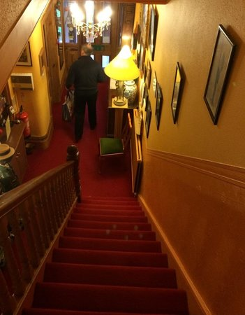 Belmont Guest House: Narrow stairs