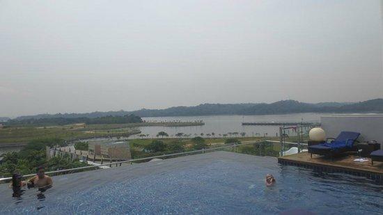 Hotel Jen Puteri Harbour, Johor: Infinity Pool