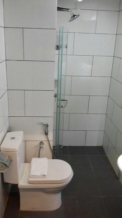 Tune Hotel Kuala Lumpur : Clean shower