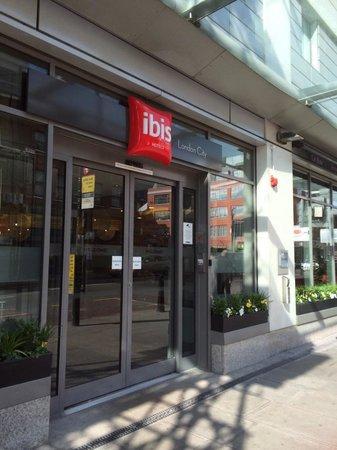 Hotel ibis budget London Whitechapel - Brick Lane: Door